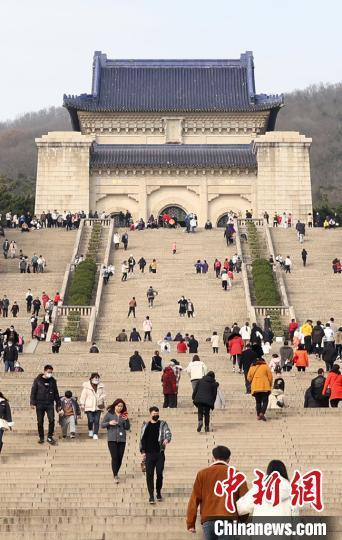 """告别""""人从众""""民众有序参观南京中山陵 全球新闻风头榜 第4张"""
