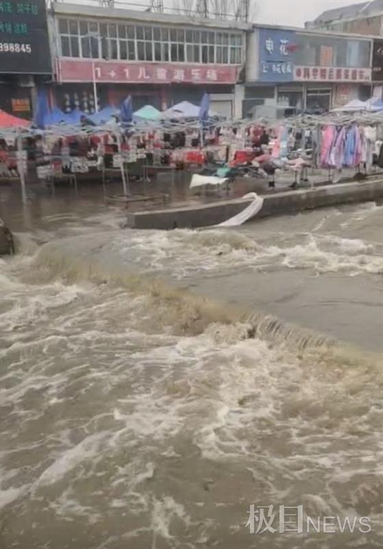 山东临沂兰陵大仲村一市集突发性洪水