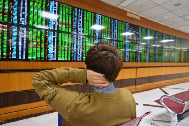 """股票基金为什么与年青人频""""拨电话?"""