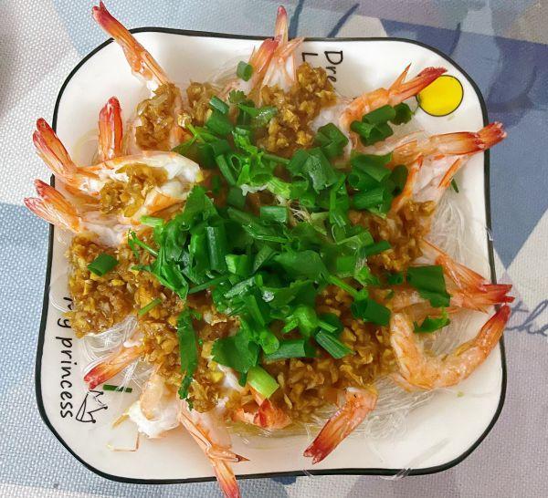 蒜蓉粉丝虾的做法,教你一招,做出的蒜蓉粉丝蒸虾越吃越香