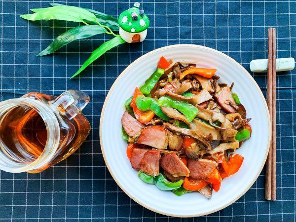 豆果美食,笋片炒腊肉,鲜掉眉毛的美味#春日时令,美味尝鲜#