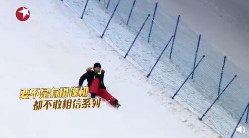 贾乃亮想救岳云鹏却连手都没握上就摔倒,终被小岳岳目送滑下坡,画面凉透了…… 全球新闻风头榜 第8张