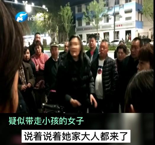 疑似女人贩子当街抢小孩?郑州警方回应来了