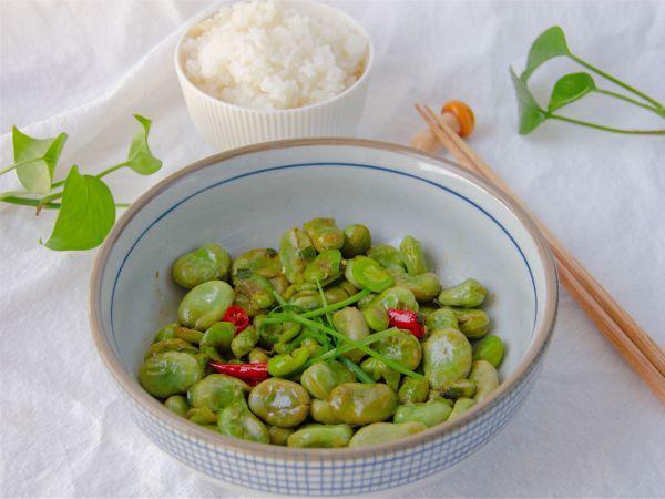 蚕豆的吃法大全,10分钟出锅的低调美味的葱香蚕豆,鲜嫩又爽口