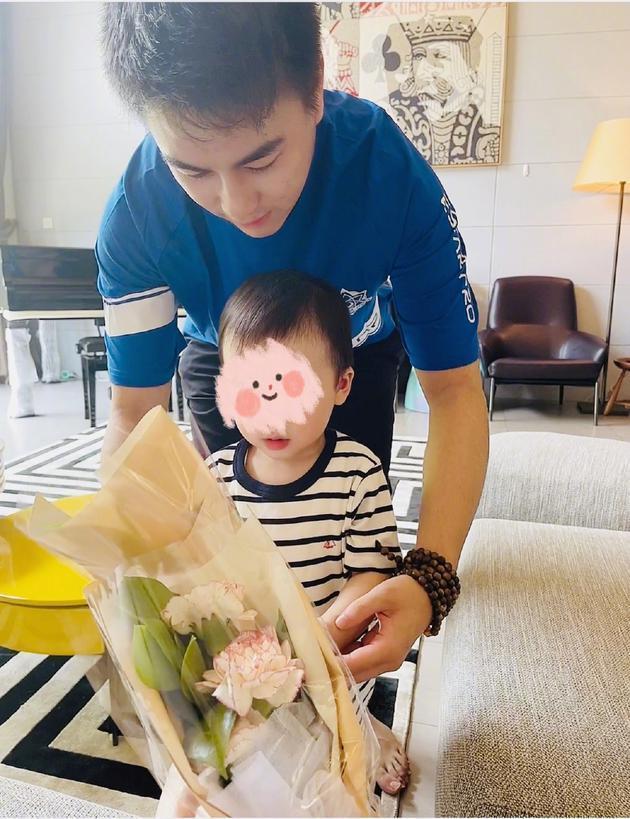 康乃馨图片,奚梦瑶母亲节宣布怀二胎:以后可以收两束康乃馨