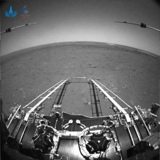 祝融号传回火星照片 全球新闻风头榜 第1张
