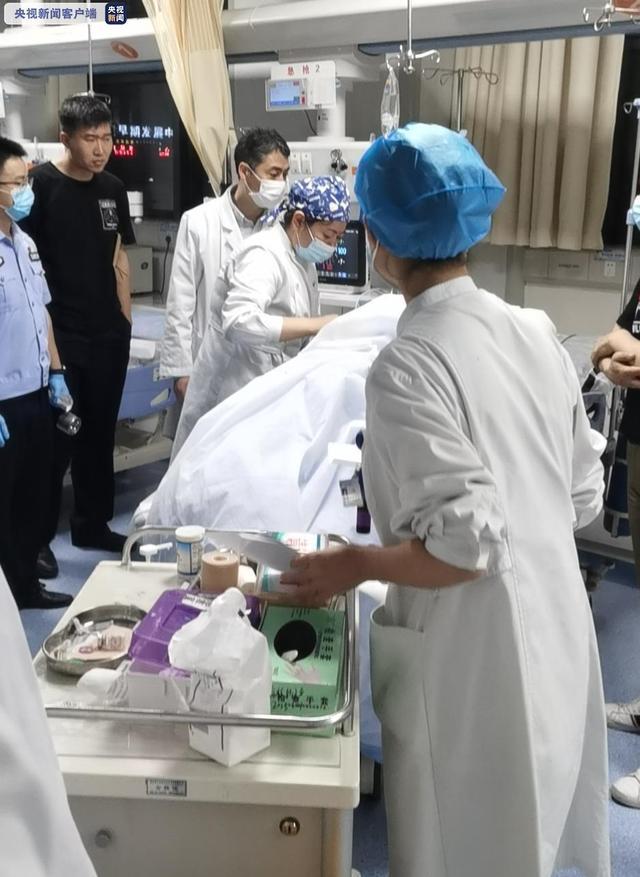 深夜,南京警方通报男子驾车撞人并持刀捅人案:碾压前妻后刺伤路人 全球新闻风头榜 第3张