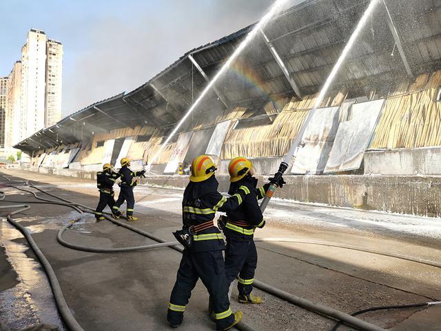 湖南长沙一仓储物流公司仓库起火:火势已控制,无人员伤亡 全球新闻风头榜 第2张