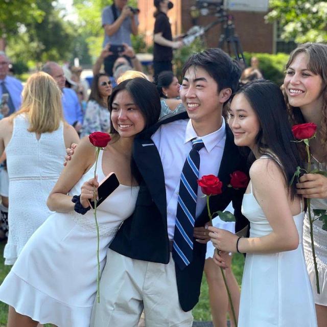 李连杰小女儿国外高中毕业 姐姐到场祝贺姐妹俩气场强大 全球新闻风头榜 第5张