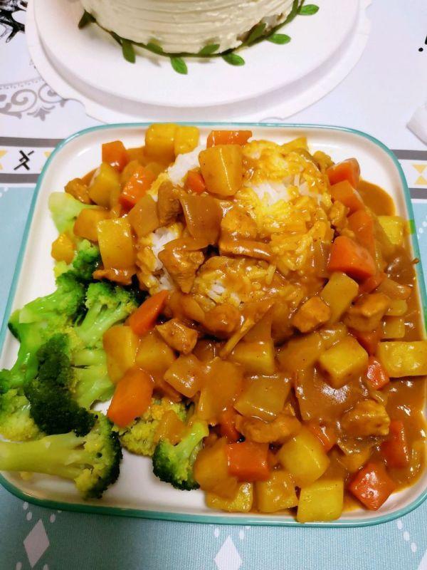 咖喱鸡肉土豆的做法,这样做土豆鸡肉咖喱饭,比饭店里的还好吃