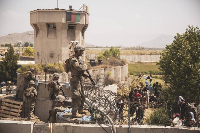 保障喀布尔机场撤离工作美军开始离开阿富汗,五角大楼称已撤出数百名人
