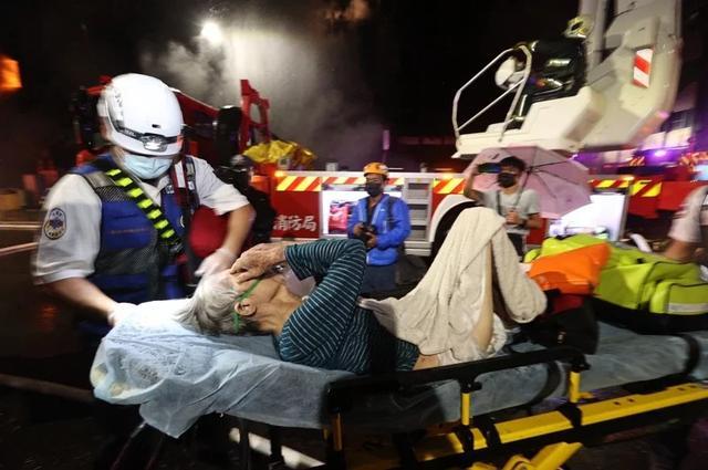 """台湾高雄""""城中城""""大楼发生大火,不排除人为纵火可能 全球新闻风头榜 第2张"""