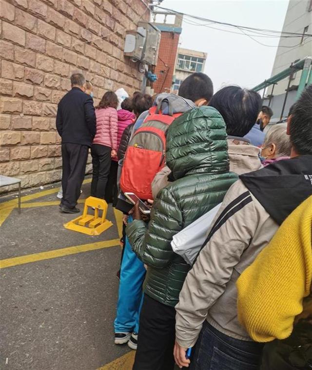 河北邢台新增2例阳性,居民:刚睡醒就去做核酸检测
