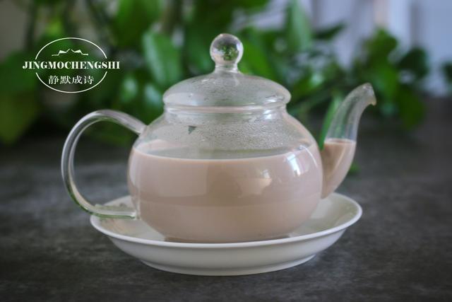 奶茶怎么做,教你在家做锅煮奶茶,简单几步,几分钟就做好,比买的香