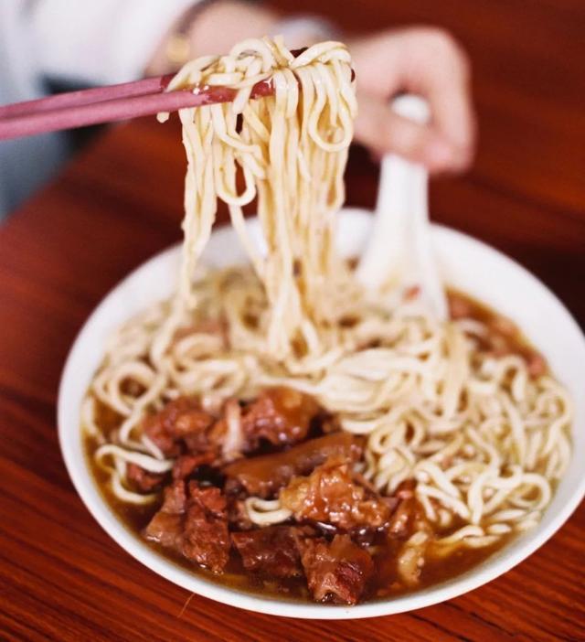 汤鱼的做法,从早茶到宵夜,广东人吃粉面的花样也很多