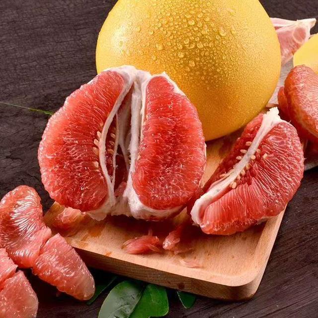柚子品种,买柚子时,挑尖的还是圆的?记住5点,一挑一个准,皮薄肉甜汁多