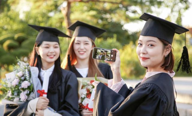 很自信,00后大学生认为毕业10年内会年入百万,但目标难度不小 全球新闻风头榜 第1张