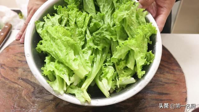 生菜的吃法,饭店的白灼生菜清脆入味不发黑,到底是怎样做的?小技巧一点都破