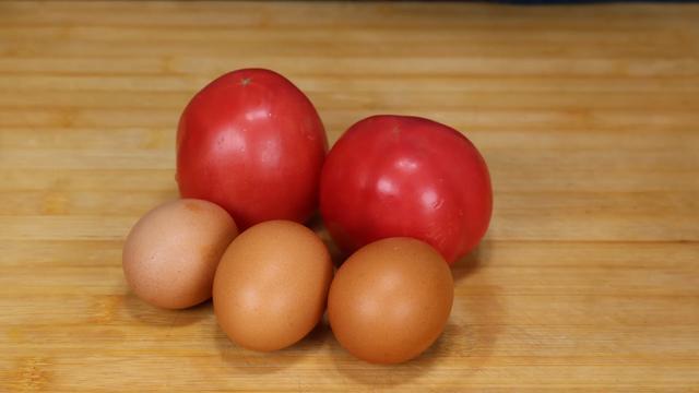 西红柿鸡蛋汤的做法,西红柿鸡蛋汤好喝,做法简单,但还有很多人做不好,看看这秒招