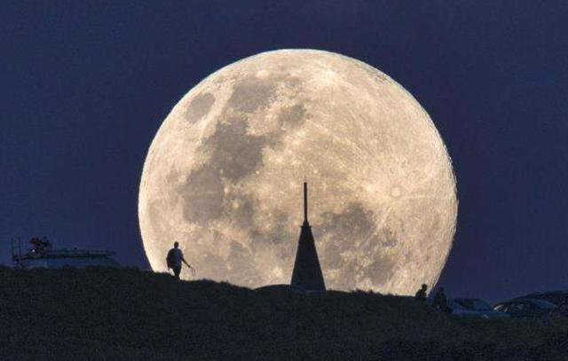 """对应的特征,海上月是天上月丨论""""月""""意象在诗词中表达的意象有哪些?"""