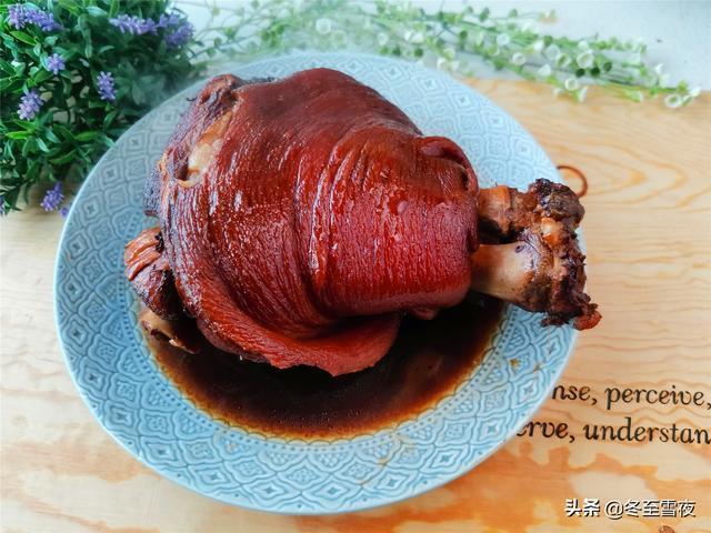 猪肘子的做法,年夜饭必备压轴硬菜,寓意:吉祥富贵,肘子这么做,好吃又简单