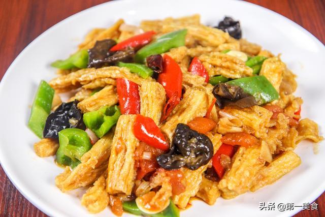 """腐竹怎么做好吃,厨师长教你做家常""""烧腐竹"""",详细教程一招都不保留,比肉好吃"""