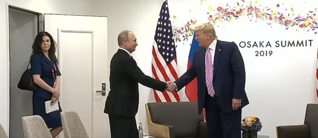 美方怀疑普京故意挑选美女翻译分散特朗普注意力,俄罗斯回应