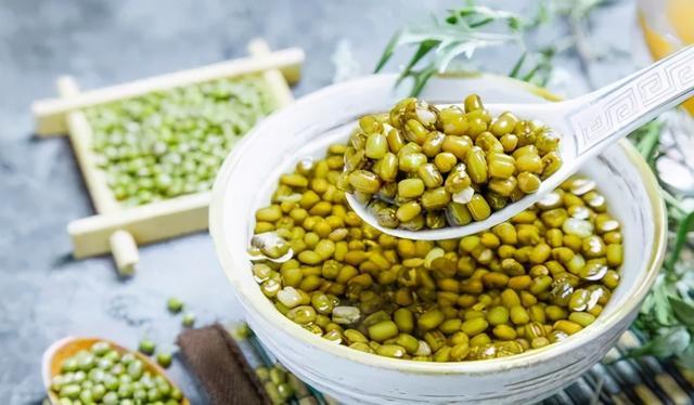 绿豆汤的做法,夏天怎样熬出好喝的绿豆汤?正确做法是在这里,绿豆开花汤不发红