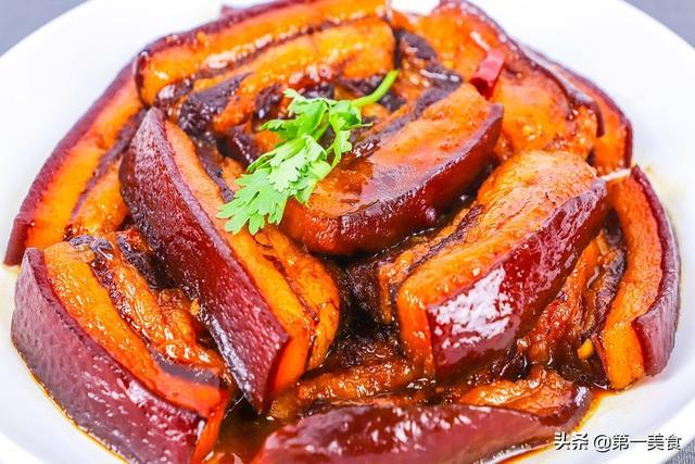 猪肉怎么做,五花肉别再红烧了?简单一步下锅焖,汁醇透亮、肥而不腻,太香了