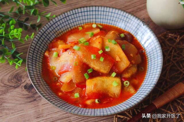 西瓜的吃法,西瓜既是水果也是菜,简单一炒比肉香,上桌抢着吃,不懂就亏了