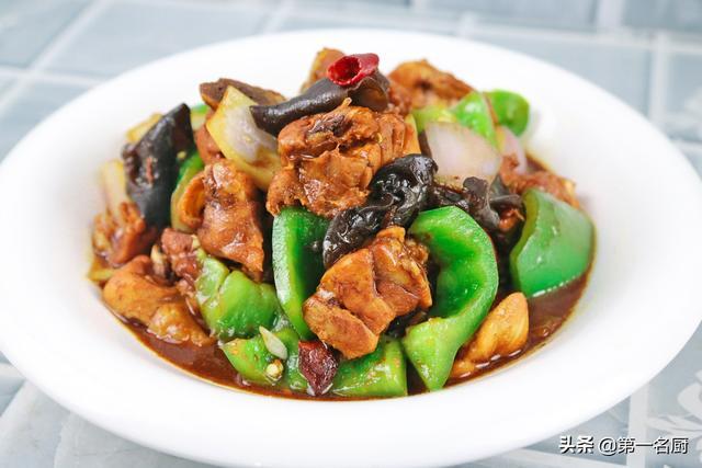 黄焖鸡的做法,黄焖鸡这样做是米饭绝配,做一锅吃着真解馋,学会不用往饭店跑了