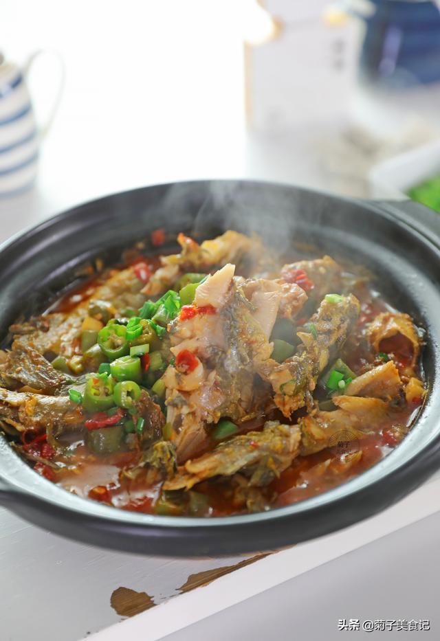黄骨鱼的做法,黄辣丁这样吃才过瘾,肉质鲜嫩,开胃下饭,砂锅底都挑干净