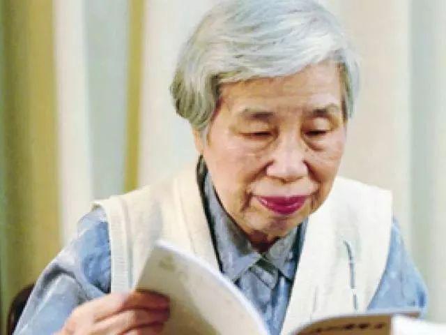 琦君的简介,琦君小传:比李后主、李清照境界更高的女作家,她的散文应该传世