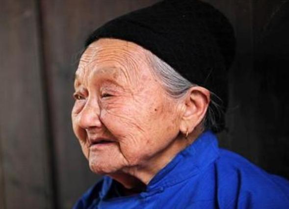退休人员迎来利好,拿到手的养老金又要涨了,这3类人能拿更多