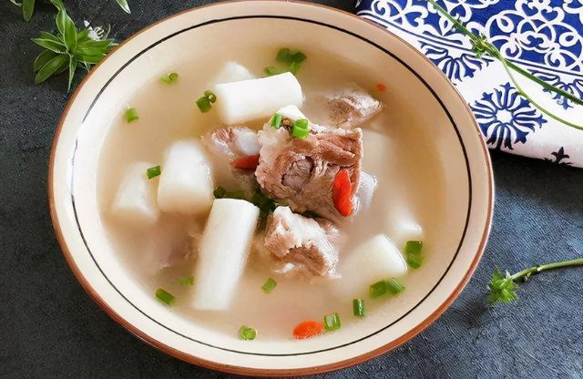 排骨汤怎么炖最好喝,炖排骨汤,先焯水或者直接炖都不对,学会正确做法,肉软汤鲜