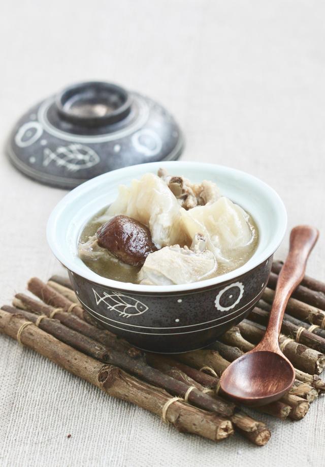 老鸭汤的做法,霜降后,广东人爱这样煲鸭汤,不腥味香,秋冬交替时多喝体质好