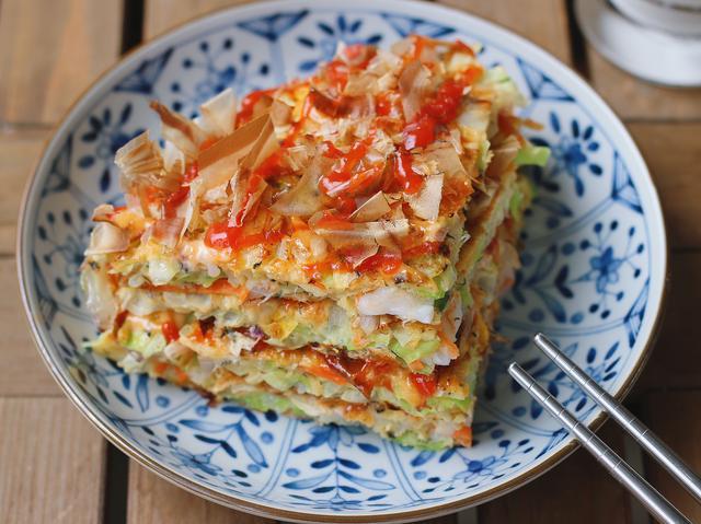 番烧的做法,吃腻了中式早餐,试试日式大阪烧,十分钟端上桌,成本五元,好吃