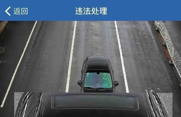 挠脚心动漫图,女司机开车时挠痒痒,被扣2分罚50,车主:挠痒痒也有错?