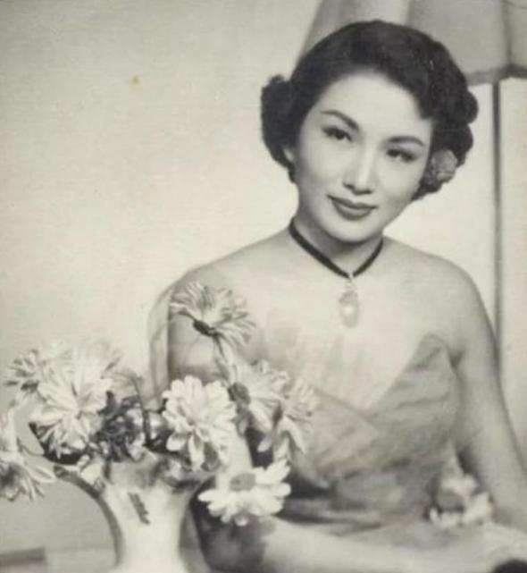 田汉简介,1949年,周总理让田汉在北京寻一位守寡多年的女演员,她是谁