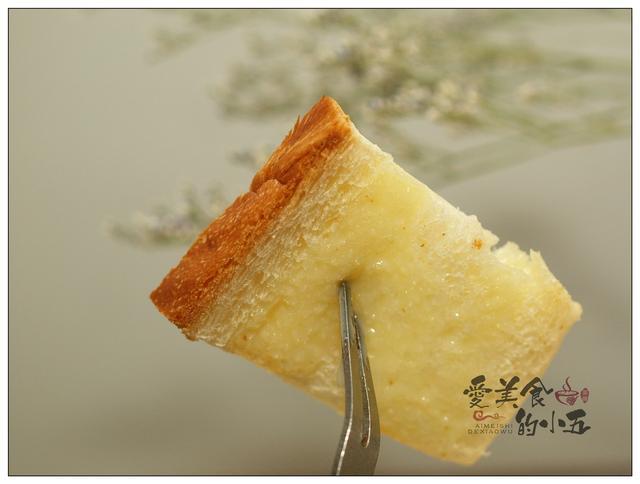 面包的吃法,吃剩的吐司,用平底锅一煎,再加点炼乳,就成了香甜可口的小点心