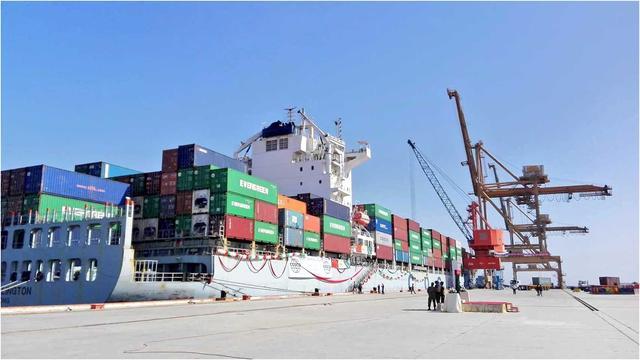"""瓜达尔港对中国的意义,""""巴铁""""把瓜达尔港租给中国43年,我国光修建就花了14年,值吗?"""