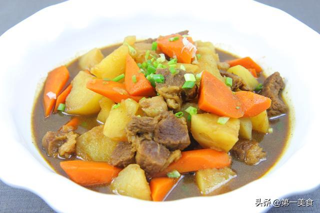 牛肉炖土豆的做法,土豆炖牛腩的家常做法,换锅压一下,牛腩软烂又入味,一看就会