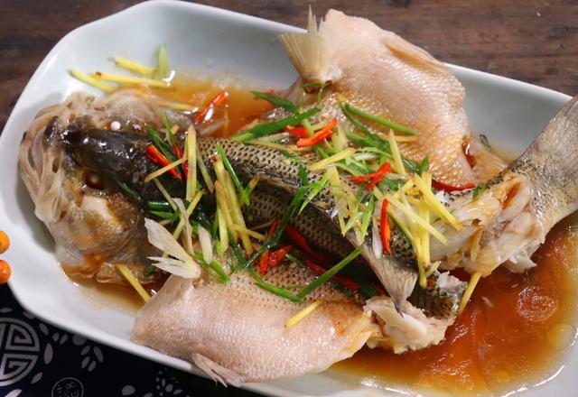 清蒸鱼的做法和步骤,做清蒸鱼,不要弄错蒸鱼时间!分享蒸鱼小窍门,蒸出来特鲜特嫩