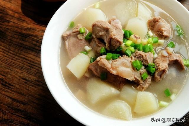 淮山排骨汤的做法,中午炖了一锅排骨山药汤,多加四味食材,汤浓可口更美味,真香