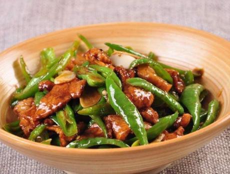 农家小炒肉的做法,农家小炒肉,别直接下锅就炒,牢记1点技巧,香嫩还不腥