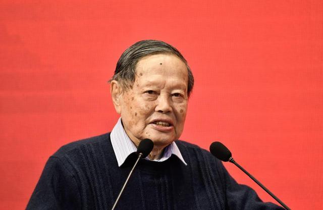 杨振宁简介,已经98岁的杨振宁,现在在干啥?