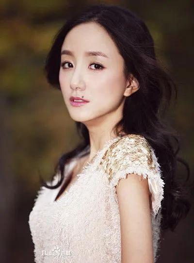 名人的痣,嘴角痣是她的标志,曾和黄轩相恋,盘点灵气演员李倩的容貌变化