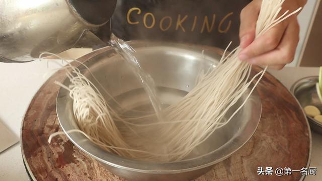 酸辣粉的家常做法,家常酸辣粉怎样做才好吃?原来做法这么简单,3分钟就能轻松学会
