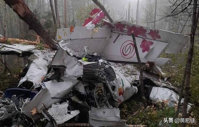 俄罗斯一载有16人客机硬着陆,机身起火碎裂4人遇难 全球新闻风头榜 第3张