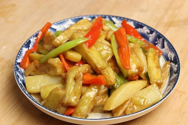 地三鲜的家常做法,东北地三鲜的正宗做法,掌握好窍门,好吃不油腻,比吃肉还香